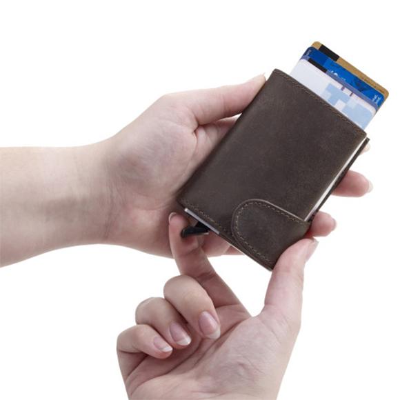 Portafoglio in pelle con porta carta di credito RFID